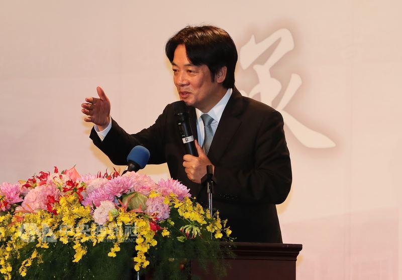 行政院長賴清德17日在台北出席中華民國全國工業總會第11屆理事長交接晚宴時致詞表示,已特別要求環保署、內政部提高環評、都委會效率,讓未來企業投資不會卡關。中央社記者張皓安攝 107年4月17日