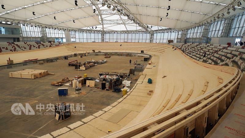 雅加達亞運有棒球、壁球、保齡球及自由車場地賽的場館重新打造,其中自由車賽館費時2年、斥資4000萬美元(約新台幣11.8億),是新建場館中造價最高的一座,規格媲美奧運。中央社記者龍柏安攝 107年4月17日