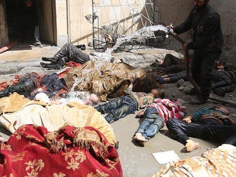 針對敘利亞政府疑似用化學武器攻擊人民,美國計畫對敘利亞盟國俄羅斯祭出新制裁。圖為敘利亞民眾疑似遭化學武器攻擊畫面。(檔案照片/安納杜魯新聞社提供)