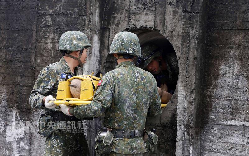 陸軍航特部17日表示,特戰第一營10日起至20日止執行今年275公里山隘行軍,這次訓練也將UH-60M黑鷹直升機納操演科目。(陸軍航特部提供)中央社記者游凱翔傳真 107年4月1日