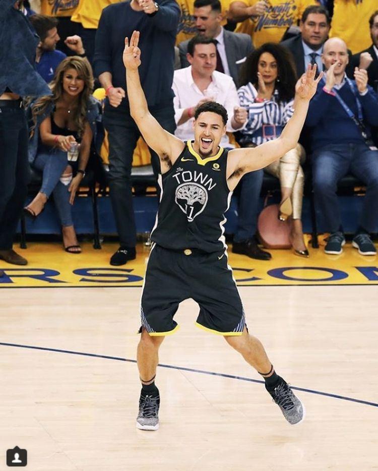 金州勇士隊湯普森在整個下半場獲24分,與杜蘭特聯手帶領球隊以116比101逆轉擊敗聖安東尼奧馬刺,拿下季後賽2連勝。(圖取自金州勇士隊IG www.instagram.com/warriors)