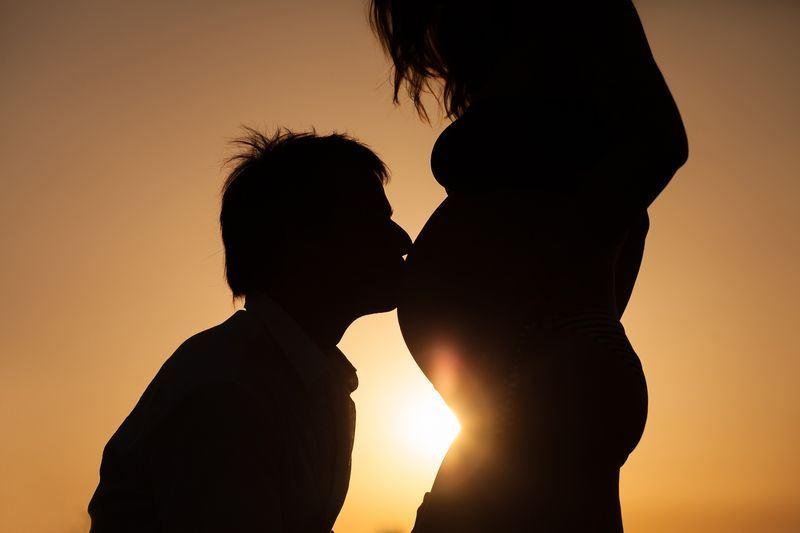 研究人員警告,在受孕前,父母的飲食和是否嚴重過胖,會對「孩子的成長、發展及長期健康帶來深遠影響」。(圖取自Pixabay圖庫)