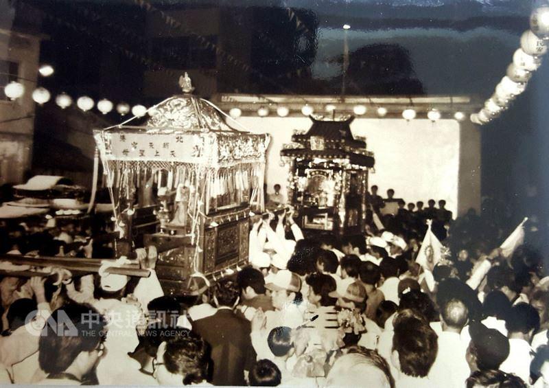 澎湖天后宮早在70至90年代間,曾先後有首創的媽祖海上出巡遶境與宗教直航等活動,祈求國泰民安,風調雨順。(資料照片)中央社 107年4月18日