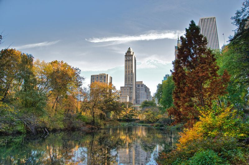 美國紐約市市長白思豪20日宣布,紐約中央公園6月27日開始將禁止車輛進入。圖為中央公園西南角一隅。(圖取自維基共享資源,作者:Ed Yourdon,CC BY-SA 2.0)