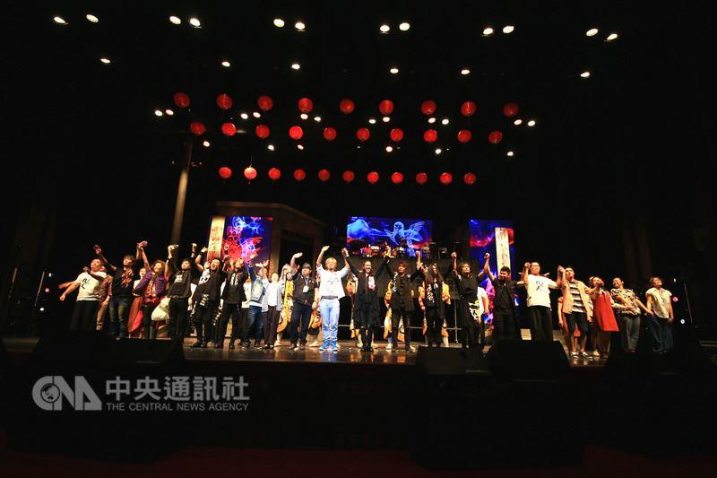 音樂劇「風中浮沉的花蕊」22日在國父紀念館首演,由九天民俗技藝團、躍演劇團、董事長樂團三方合作,演繹一場祭典級規模的台灣音樂劇。(大吉祥提供)中央社記者江佩凌傳真 107年4月22日