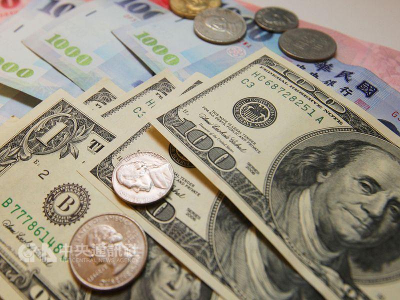 新台幣午盤貶7.7分 股匯雙殺一度重貶1角