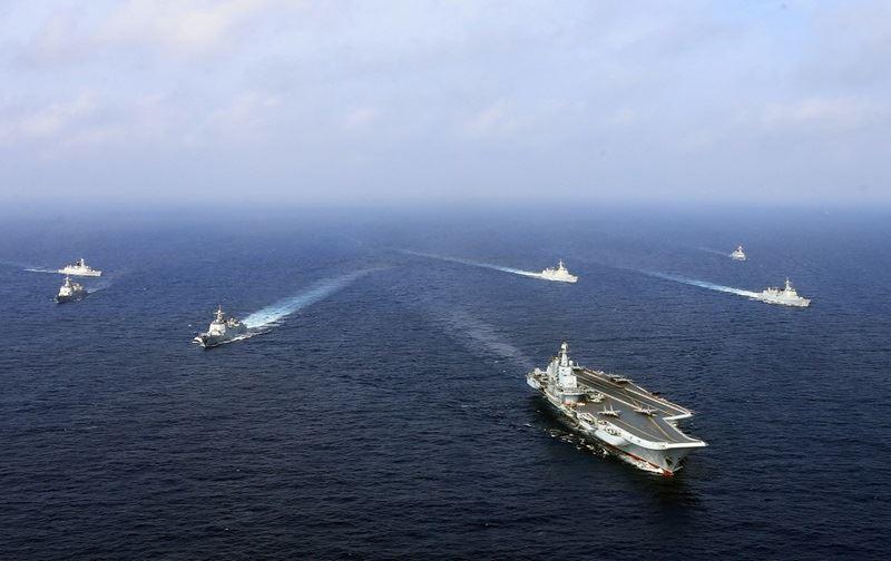法新社引述新華社24日凌晨的新聞報導,中國大陸遼寧號航空母艦率領的艦隊日前在東海進行「實兵對抗訓練」,這是中共快速擴建的海軍在爭議性海域最近一次武力展示。(檔案照片/中新社提供)