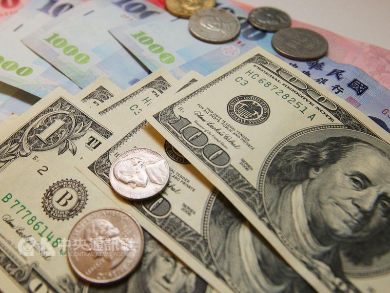 台北外匯市場新台幣兌美元24日收盤收29.616元,貶8.8分,匯價連3貶並創三個半月新低。(中央社檔案照片)