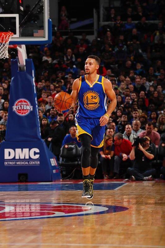 索尼影業娛樂公司與美國職籃NBA金州勇士明星後衛柯瑞簽下複數年的電影電視合約,他成為最新一位跨足演藝界的運動員。(圖取自柯瑞臉書www.facebook.com/StephenCurryOfficial)
