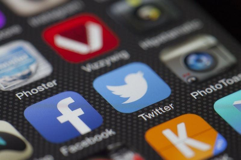 臉書公司發言人表示:「臉書不允許貼文涉及社會安全號碼或信用卡資訊等內容,我們發現之後已經刪除這些資料。」(圖取自Pixabay圖庫)