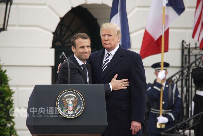 法國總統馬克宏(左)24日在白宮和川普互動密切,更指出法美須密切合作,共同對抗分裂世界的侵略式國族主義。中央社記者鄭崇生華盛頓攝 107年4月25日