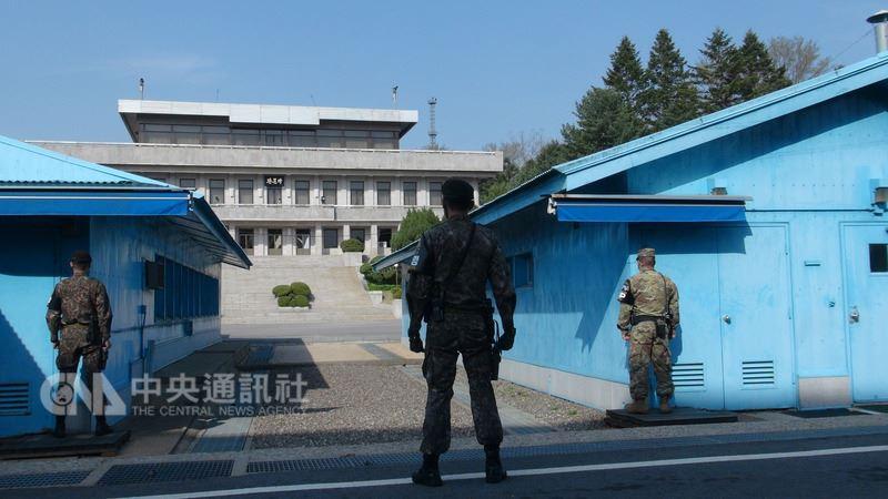 北韓領導人金正恩27日出席板門店南北韓峰會時,或許會經由板門店共同警備區(JSA)內韓戰軍事停戰委員會會議室正前方的北韓「板門閣」,跨越軍事分界線進入南韓。中央社記者姜遠珍板門店攝  107年4月25日