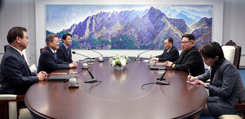 全球矚目的南北韓高峰會已經結束上午會談,兩位領導人27日上午持續進行約100分鐘對話。(南北韓峰會共同採訪團提供)