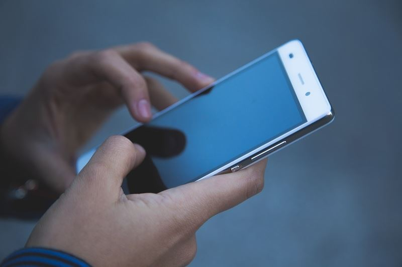 中華電信8日宣布月繳499元可上網吃到飽、網內通話免費,且擴大全民申辦,限時7天優惠。(圖取自pixabay圖庫)