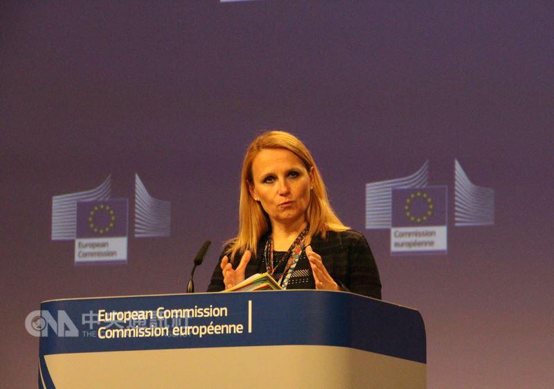 歐盟對外事務部發言人柯契姜琪克8日於比利時接受中央社記者訪問,明確表示歐盟支持台灣參與世界衛生大會(WHA)。圖為她稍早主持歐盟記者會的情形。中央社記者唐佩君布魯塞爾攝 107年5月9日