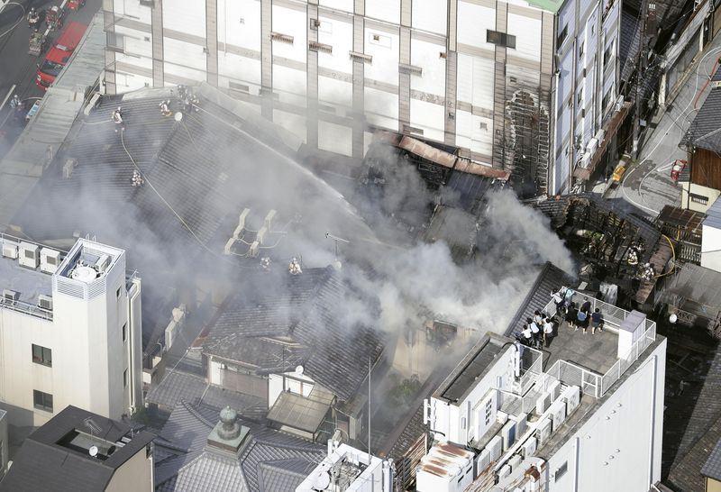 位於日本京都著名觀光勝地祇園附近的米其林3星日本料理店「千花」12日下午發生火災,未傳出人員傷亡。(共同社提供)