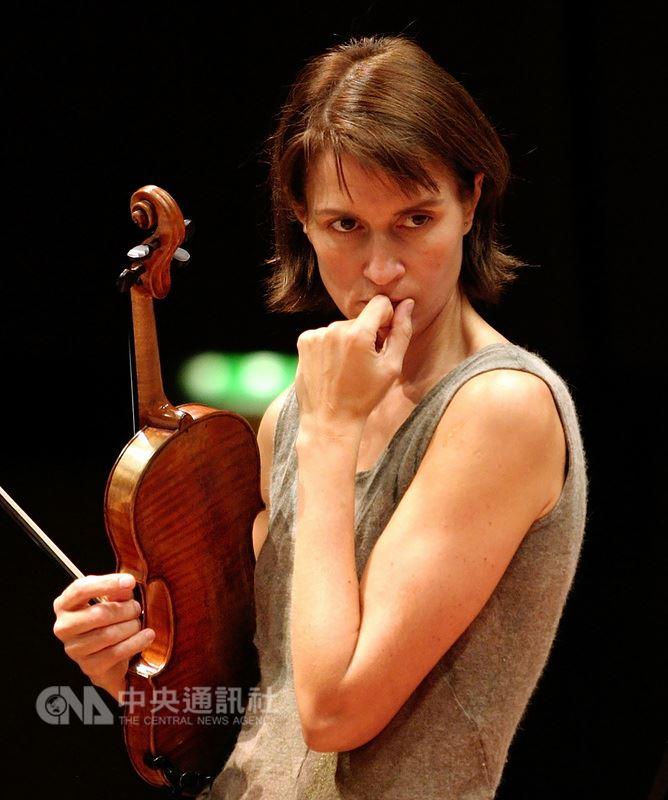 俄羅斯小提琴家穆洛娃(Viktoria Mullova)睽違近20年再度來台,她曾拿下維尼奧夫斯基大賽、西貝流士小提琴大賽、柴可夫斯基小提琴大賽等國際重要比賽首獎,獲獎無數,6月將來台演出孟德爾頌小提琴協奏曲。(愛樂電台提供)中央社記者鄭景雯傳真 107年5月15日