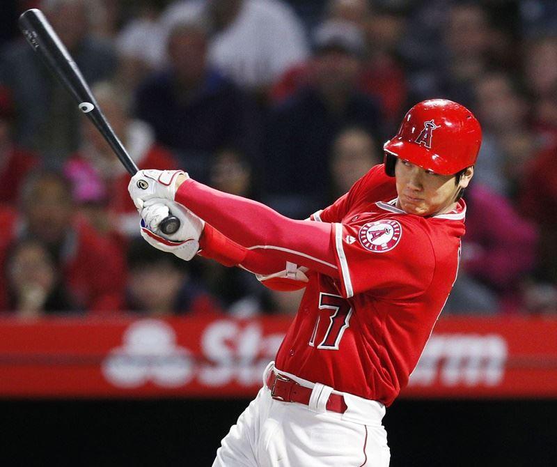 美國職棒大聯盟洛杉磯天使隊球星大谷翔平擔任先發指定打擊首次打第2棒,賽後他答覆記者提問,表示這個棒次他不熟悉,因此感到有些陌生。(共同社提供)