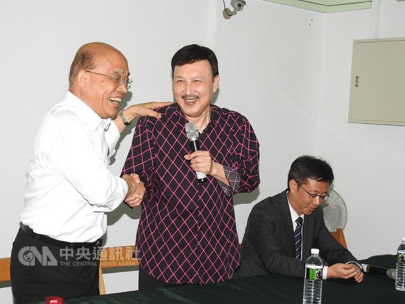 民進黨新北市長參選人蘇貞昌(左)17日對台北市長自提人選選情,他表示,黨中央最後決定人選是誰,都會全力支持。中央社記者王鴻國攝 107年5月17日