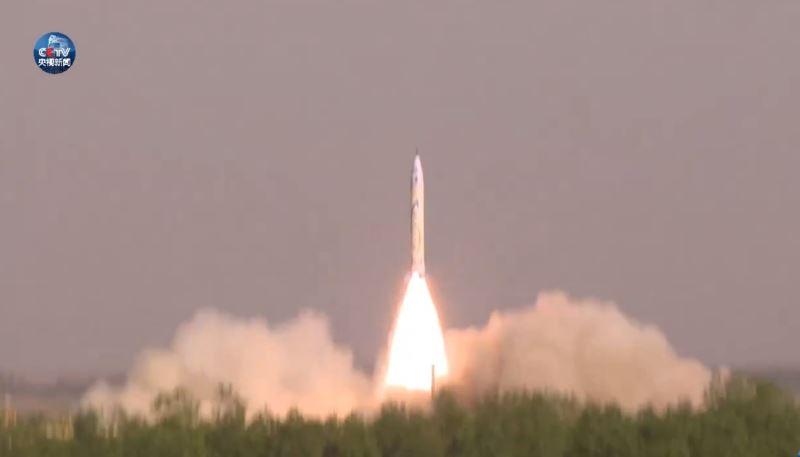 成立不到3年的零壹空間科技公司,17日上午成功發射中國大陸首枚民營自研商業火箭OS-X型「重慶兩江之星」。(圖取自央視新聞微博www.weibo.com)