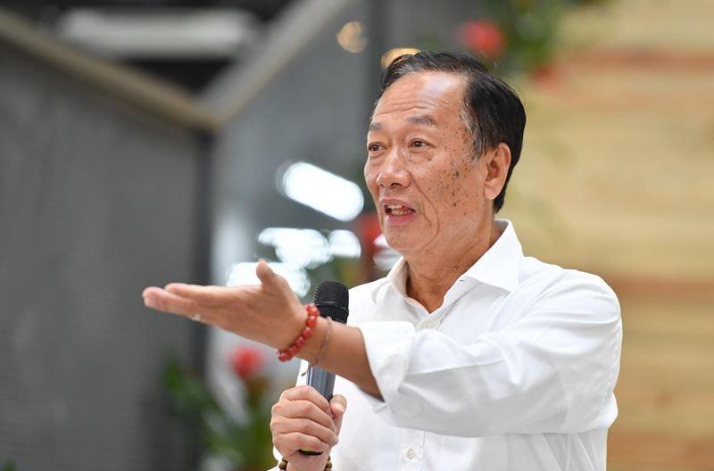 鴻海董事長郭台銘表示,全力推動智慧製造,看重工業互聯網和人工智慧。(檔案照片/中新社提供)