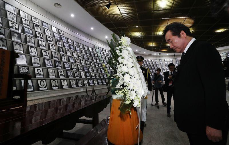 南韓國務總理李洛淵18日出席5•18民主化運動38週年紀念儀式,並強調一定要查明真相。(韓聯社提供)