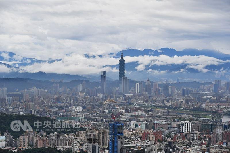 環保署署長李應元曾說,上任滿2年時,要讓全台各地PM2.5紅色警戒的次數,對比執政前一年,要減少20%。(中央社檔案照片)
