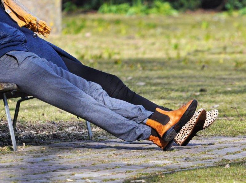 根據16日公布的調查,科學家說,「女性擇偶標準」之一是男性腿長略高於平均值,小腿到大腿比例剛好,因為這代表營養與健康狀態良好。(圖取自Pixabay圖庫)