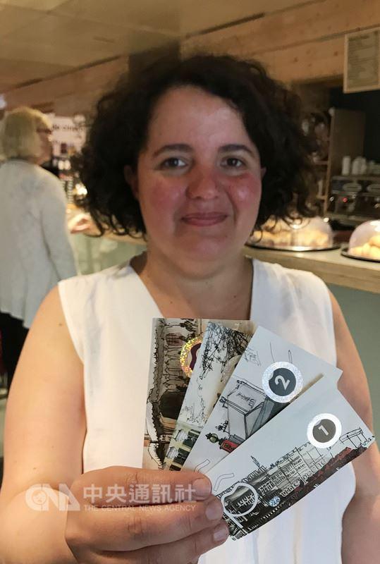 住在巴黎東郊蒙特伊市的西爾伯,日常買花、買麵包,甚至請電氣工到家裡修繕,都用「桃子幣」付帳。這是蒙特伊的地方貨幣,使用已有4年。中央社記者曾依璇蒙特伊攝  107年5月20日