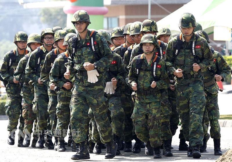 圖為國軍服役一景。(中央社檔案照片)