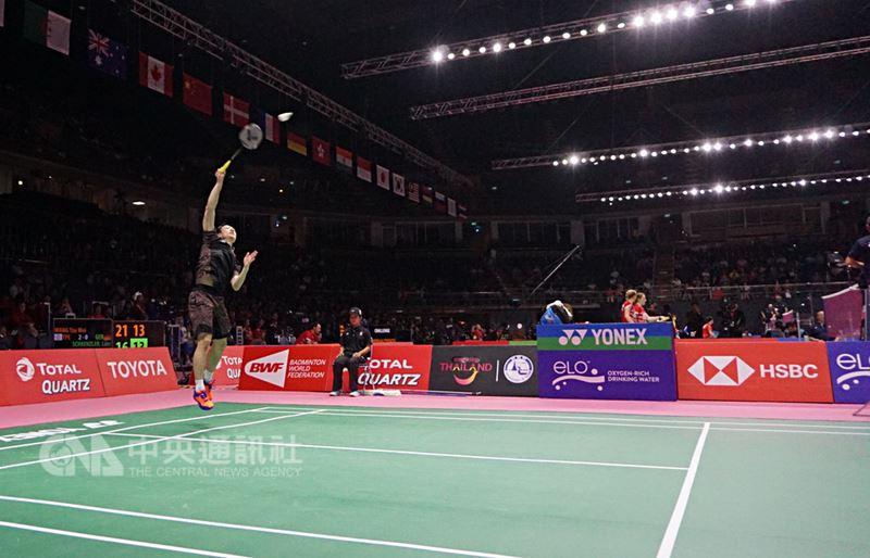 在泰國曼谷舉行的2018湯優盃羽球比賽,20日晚間男子團體賽中,由中華隊對戰德國,男單王子維以直落二輕鬆獲勝。中央社記者劉得倉曼谷攝 107年5月20日