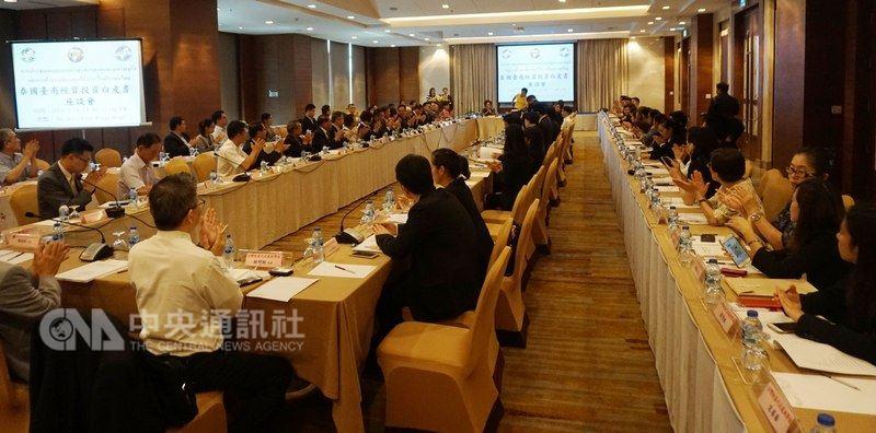泰國台灣商會聯合總會18日在曼谷發表投資白皮書,泰國各部會派員參與聽取台商意見。中央社記者劉得倉曼谷攝 107年5月20日