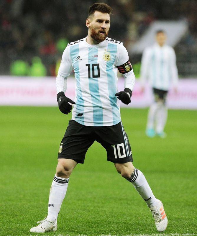 阿根廷隊教練桑帕歐里21日公布世界盃足球賽國家隊23人名單,明星前鋒梅西(中)再次扛起領軍奪標重任。(圖取自梅西臉書facebook.com/leomessi)