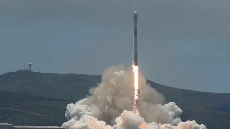 美國太空探索科技公司(SpaceX)火箭22日搭載兩枚跑車大小的衛星升空。(圖取自網頁Jet Propulsion Laboratory網頁jpl.nasa.gov)