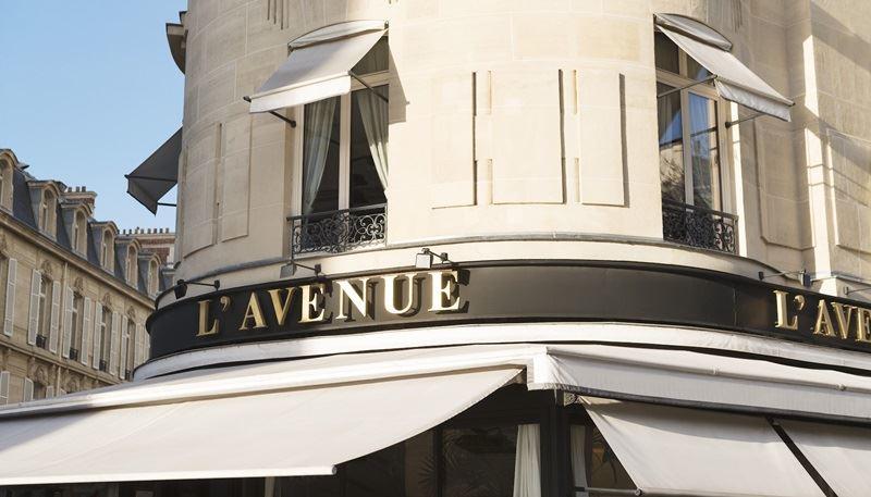 位於巴黎最昂貴路段之一的L'Avenue餐廳,近期傳出依外貌和國籍區別對待客人,有媒體評論指出,道德醜陋,比長相美醜更可議。(圖取自L'Avenue官網 www.avenue-restaurant.com)