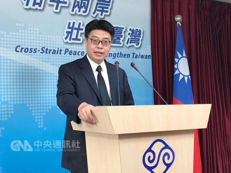 陸委會副主委兼發言人邱垂正24日表示,台灣民眾若在中國大陸設籍、領用中國護照,依法將喪失台灣人民身分。據統計,2004年至2017年共有567人因上述原因喪失台灣身分。中央社記者繆宗翰攝 107年5月24日