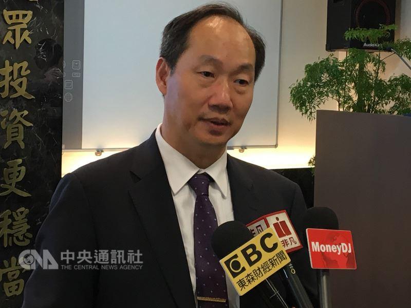 華新科總經理顧立荊表示,被動元件MLCC還是持續缺貨,至於MLCC還會缺多久,「看不到隧道的盡頭」。中央社記者鍾榮峰攝 107年5月24日