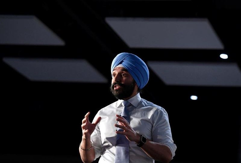 加拿大政府23日表示,已經以國安因素為由,否決中國交通建設子公司所提的併購愛康集團案。圖為加拿大創新部長貝恩斯。(圖取自臉書facebook.com/NavdeepSinghBains)