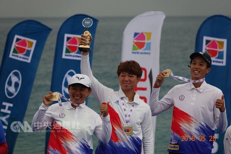 中華女子射箭代表隊25日在2018世界盃射箭賽土耳其站女子複合弓決賽中成功射下金牌,也是世界盃隊史首面複合弓女團金牌。(取自中華民國射箭協會臉書)中央社記者龍柏安傳真 107年5月25日