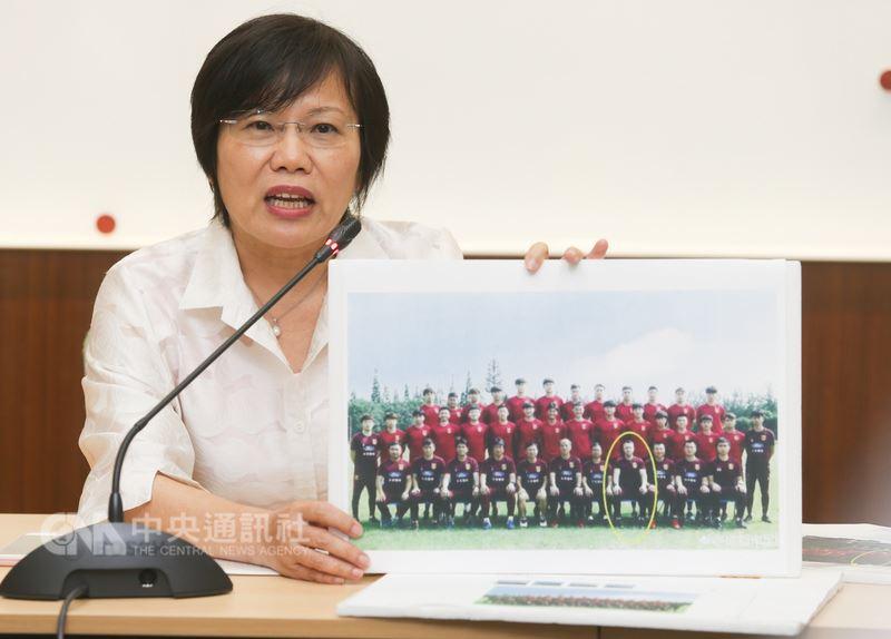 民進黨立委劉世芳(圖)25日舉行記者會表示,足球國家隊總教練疑腳踏兩條船擔任中國大陸代表隊顧問,要求相關單位進一步了解。中央社記者謝佳璋攝  107年5月25日