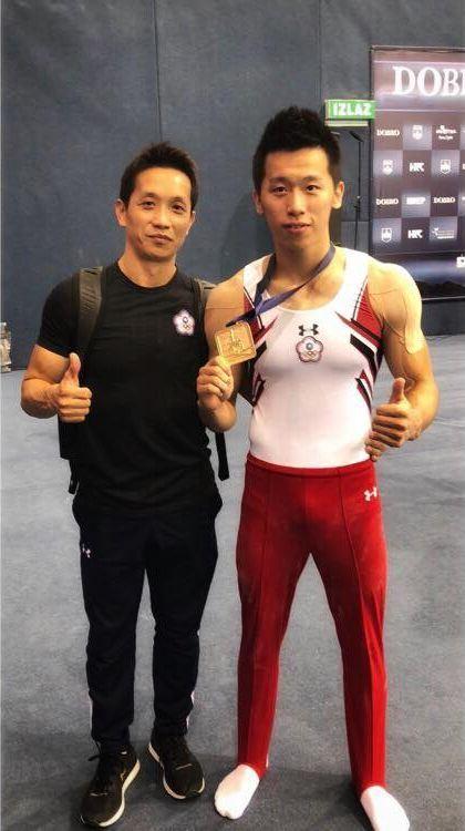 2017年在世大運為中華隊留下首面鞍馬金牌的李智凱(右),27日在克羅埃西亞奧西耶克站成功摘金。(圖取自李智凱臉書 www.facebook.com)