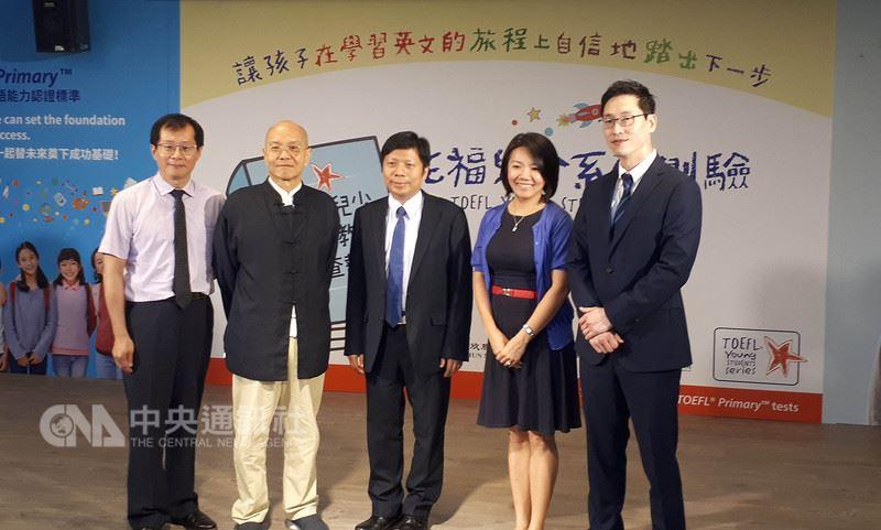 美國教育測驗服務社(ETS)台灣區總代理忠欣公司27日舉行記者會,公布台灣兒少英語教育調查報告,同時發表托福兒少系列測驗產品。中央社記者許秩維攝 107年5月27日