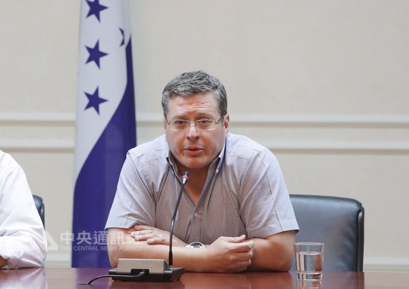 宏都拉斯駐台大使謝拉(圖)27日表示,宏國外交部長目前人在宏國,台宏兩國邦誼穩定。(中央社檔案照片)