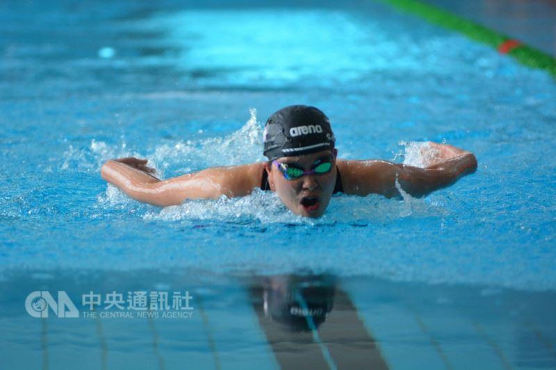 107年度全國身障運動會27日進入最後一天賽程,來自新竹市的聽障游泳選手曾紓寧,用自己的節奏,在游泳項目中拿下2金2銀佳績。(新竹市政府教育處提供)中央社記者魯鋼駿傳真 107年5月27日