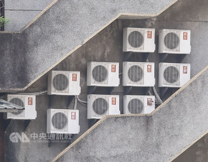 熱累積效應推升用電量,台電表示,30日瞬間最高用電量已飆破3670萬瓩,刷新歷年最高紀錄。中央社記者謝佳璋攝 107年5月30日