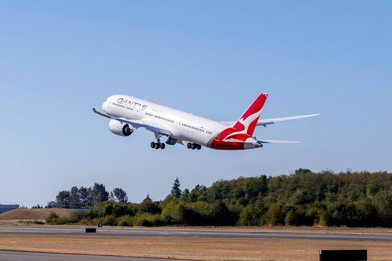 澳洲航空執行長4日表示,雖然還需額外作業時間,澳洲航空已計劃服從北京要求,將網頁及其他資料上的台灣標註為中國領土。圖為澳洲航空客機。(圖取自澳航臉書 www.facebook.com/Qantas)