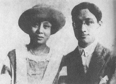 詩人徐志摩(右)與第一任妻子張幼儀(左)合影。(圖取自維基百科,版權屬公有領域)