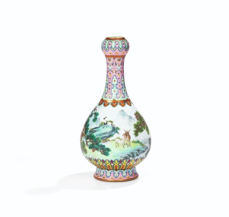 一只18世紀的中國花瓶12日在巴黎以1620萬歐元(約新台幣5億7000萬元)高價落槌,超出蘇富比預估價格30倍。(圖取自蘇富比推特twitter.com/sothebys)