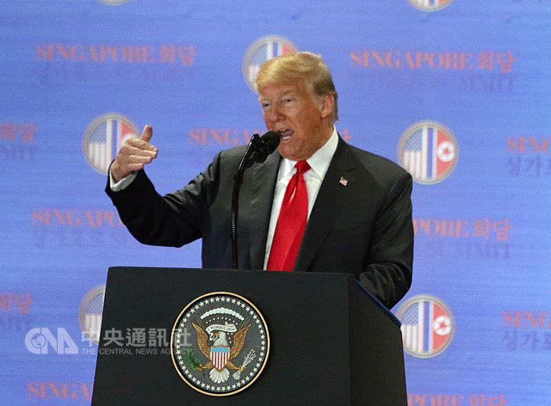 五角大廈發言人12日表示,美國總統川普(圖)宣布將中止與南韓的聯合軍事演習,事先曾與馬提斯商議此事。(中央社檔案照片)