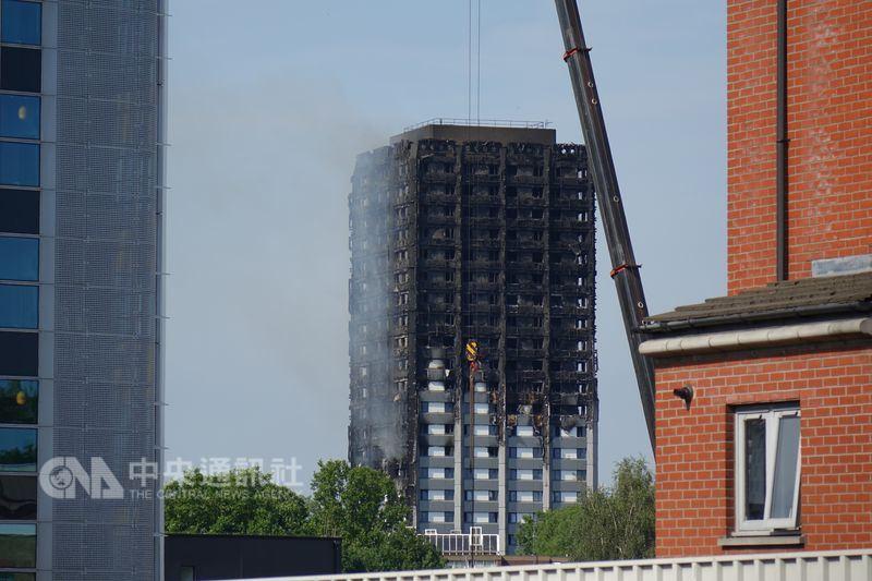 倫敦公寓大樓格蘭菲塔一年前遭遇惡火,奪走71條人命,社區14日為這起慘劇舉行悼念活動。(中央社檔案照片)